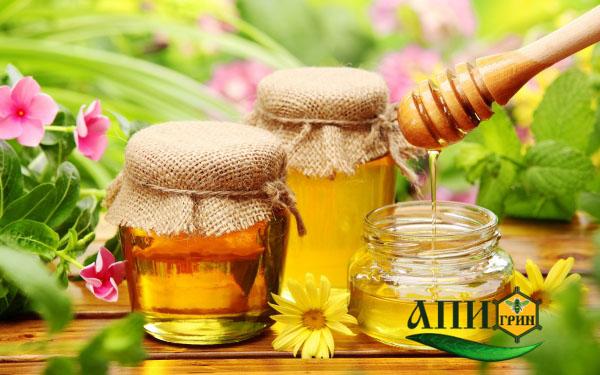 цветочный мед на столе